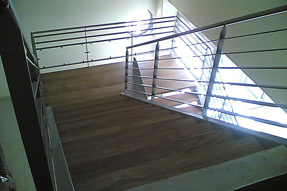 escalier m tal et marches bois csa. Black Bedroom Furniture Sets. Home Design Ideas
