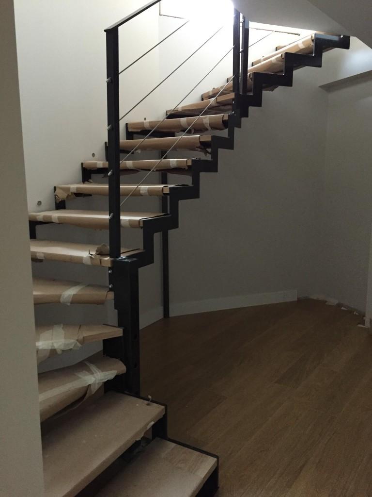 escalier quart tournant avec garde corps cable inox copie csa. Black Bedroom Furniture Sets. Home Design Ideas
